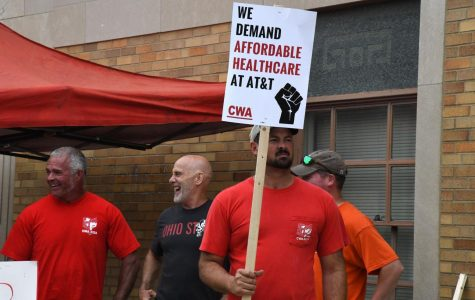 Zanesville AT&T workers go on strike, joining unions across Midwest