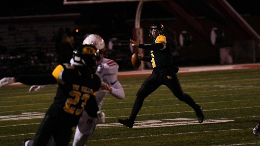 Tri-Valley+senior+quarterback+Luke+Fargus+attempts+a+deep+pass+to+wide+receiver+Rob+Wachter+in+the+first+half+of+Friday+night%27s+13-3+loss+to+Wadsworth.