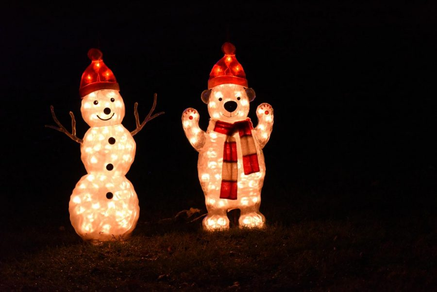 Christmas+lighting+tradition+brings+joy+to+community