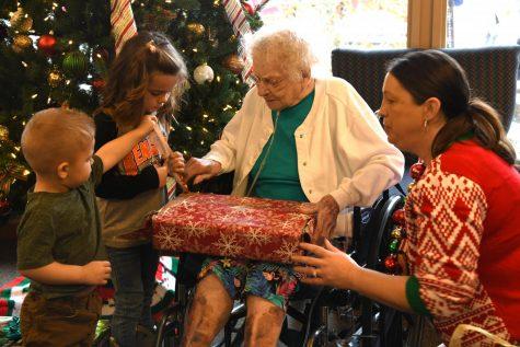 'Santas' needed to adopt local seniors