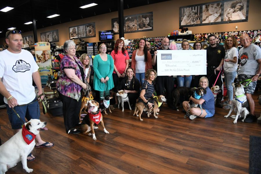 Pet Valu Donates 10 000 To Muskingum County Dog Warden And Adoption Center Y City News