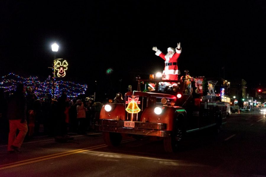 Zanesville Courthouse Christmas Lights 2020 Chamber of Commerce invites public to kick off the holidays in