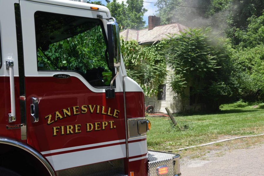 House+catches+fire+Saturday+afternoon+in+Zanesville+along+Mitchell+Avenue